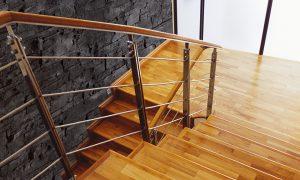 nmc schwarze schieferwand treppe